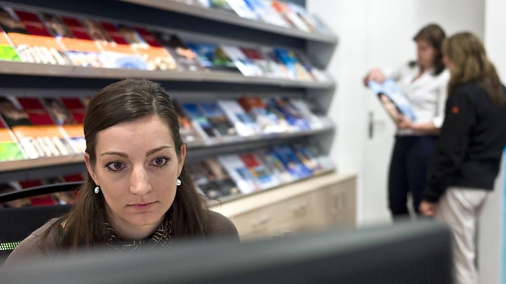 Den Reisebüros in der Schweiz hat die Coronakrise stark zugesetzt. Der Umsatz brach im Coronajahr 2020 ein und es wurden Stellen abgebaut.(Archivbild)