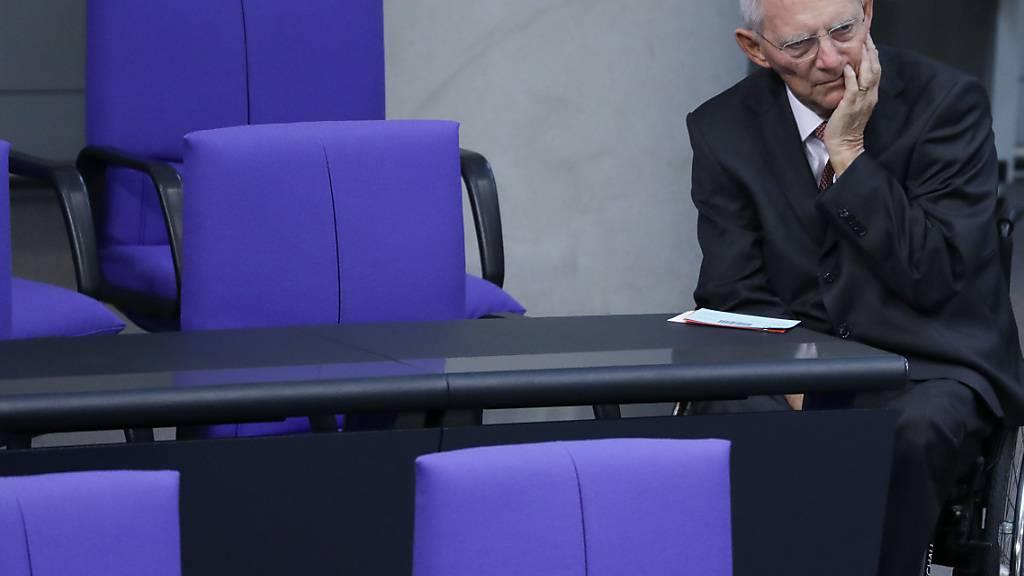 ARCHIV - Wolfgang Schäuble (CDU), Bundestagspräsident, bei einer Sitzung des Bundestages. Foto: Jörg Carstensen/dpa