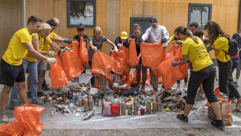 «Abfall-Helden» am World Cleanup Day in Basel.