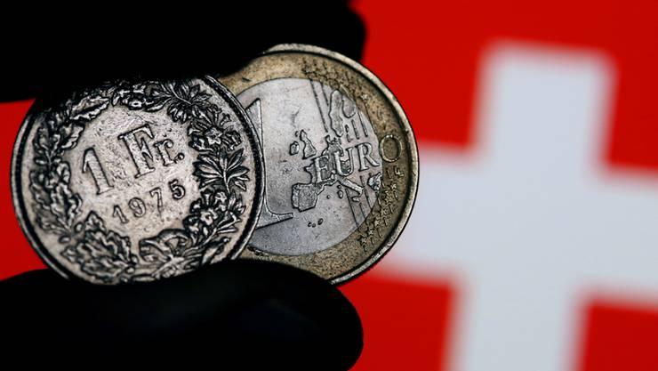 Ein Euro für einen Franken, für den Credit-Suisse-Ökonomen Claude Maurer liegt ein solches Austauschverhältnis in nicht mehr allzu grosser Ferne.