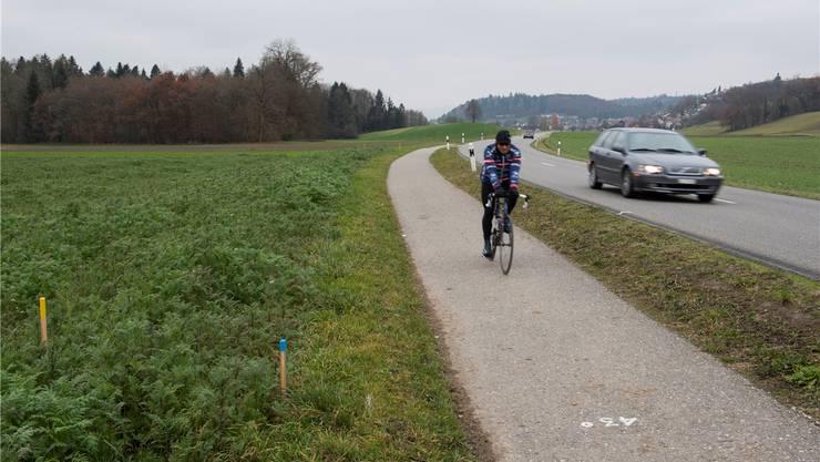 Der Radweg soll breiter und der Abstand zur Strasse grösser werden.ARCHIV/Alex Spichale