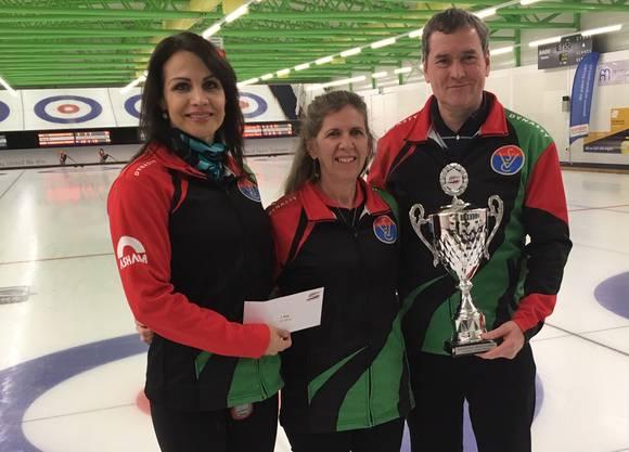 Sieger der Internationalen Trophy; Ildiko Szekeres, Coach Karen Watson und Gyorgy Nagy