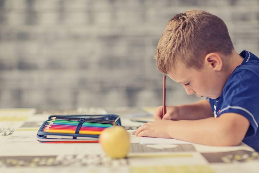 Nicht wenige Eltern sind der Meinung, dass Hausaufgaben abgeschafft werden sollten.