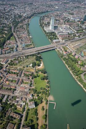 Die Bilder sind Aufnahmen aus dem Edelweiss-Zeppelin, der zum Jubiläum Anfang Juni über Basel flog.