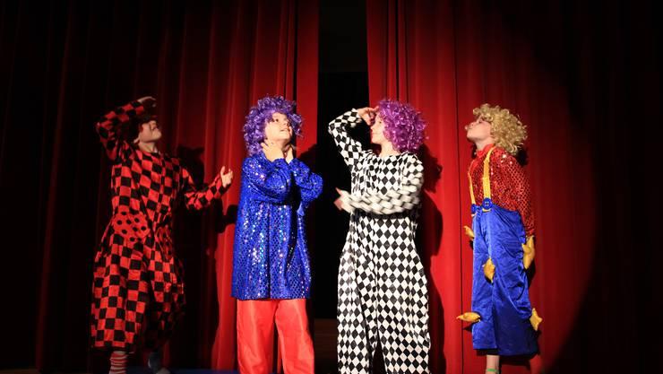 Ohne Clowns ist es kein Zirkus, ist es kein lustiger Abend - auch nicht bei der Generalprobe.