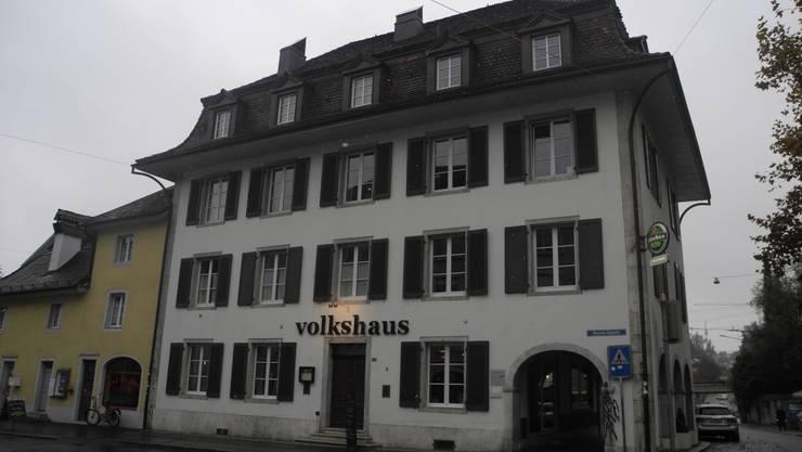 Der Tatort: Zur Messerstecherei kam es vor dem Volkshaus in Solothurn.