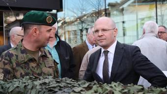 Sicherheitsdirektor Baschi Dürr (r.) an einer Militärveranstaltung in Liestal.