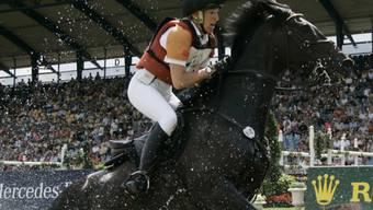 Die Deutsche Ingrid Klimke setzt sich an den Weltreiterspielen in Szene (Archiv)