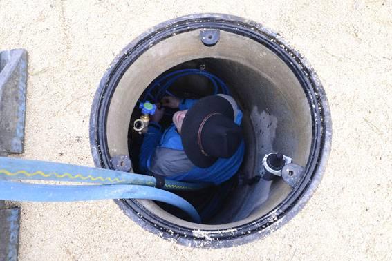 Der Brunnmeister erhöht den Wasserdruck