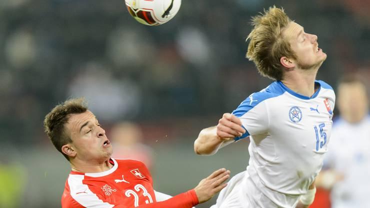 Shaqiri im Duell gegen Slowakei-Verteidiger Tomas Hubocan.