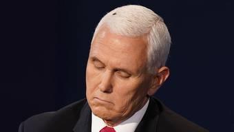 Auch die Fliege auf seinem Kopf konnte ihn nicht aus der Ruhe bringen: Vize-Präsident Mike Pence.