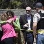 Bei einem Angriff auf eine Synagoge im US-Bundesstaat Kalifornien am letzten Tag des jüdischen Pessachfestes ist am Samstag mindestens ein Mensch getötet worden.