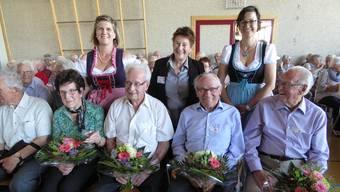 Die anwesenden vier ältesten aTuTi-Mitglieder wurden geehrt (v.l.): Ella Brunner, Max Sutter, Franz Spielmann und Meinrad Müller.