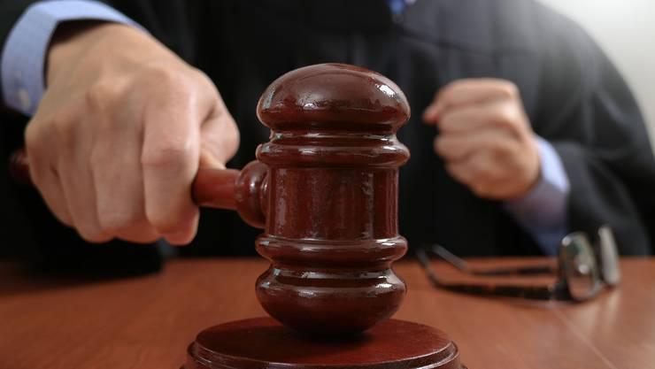 Aus Mangel an Beweisen und Geständnissen wurden zwei der vier C&A-Räuber überraschend freisgesprochen. (Symbolbild)