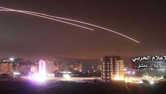Die syrische Luftabwehr bekämpft Raketenangriffe über Damaskus. (Archivbild)
