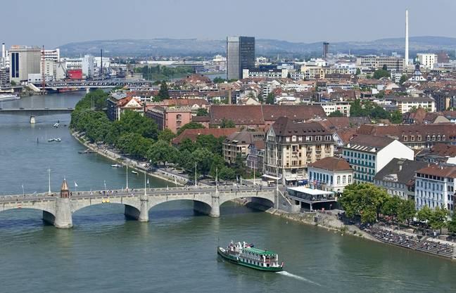 Basel dagegen bietet eine abwechslungsreiche und grosse Altstadt.