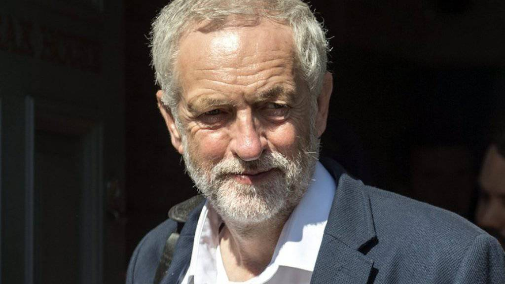 Labour-Chef Jeremy Corbyn hat den Machtkampf gewonnen. Eine Mehrheit seiner Partei stimmte bei einer Urwahl für ihn. (Archiv)