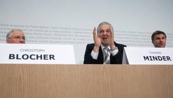 Abfuhr Für SVP-Vizepräsident Christoph Blocher und Thomas Minder ist der gestrige Kommissionsentscheid eine Niederlage.EQ