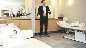 Thermalbad-CEO Dominik Keller ist stolz auf die neuen Massagezimmer.