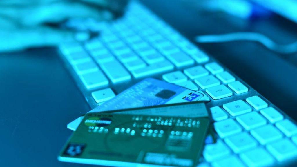 Mit offiziellen Absender von Behörden oder Firmen versuchen Internet-Betrüger seit einigen Monaten, unter anderem an die Kreditkarteninformationen der Empfänger zu kommen. (Symbolbild)