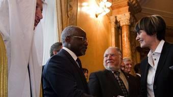 Bundspräsidentin Micheline Calmy-Rey begrüsst den Botschafter aus Djibouti, Mohamed Siad Doualeh