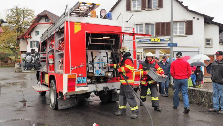 Die Hauptübung der Feuerwehr Thalheim war für Gerhard Wernli die letzte als Kommandant.Von mehreren Seiten rückten die Brandbekämpfer an das Übungsobjekt heran.
