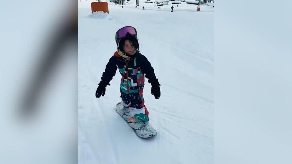 Diese Vierjährige fährt besser Snowboard als du