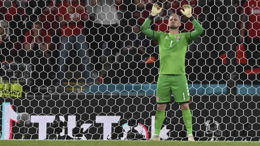 Torhüter Kasper Schmeichel wurde vor dem Penalty von Harry Kane mit einem Laserpointer gestört.