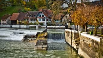 Das Wasserkraftwerk in Unterwindisch produziert Ökostrom. (Archiv)