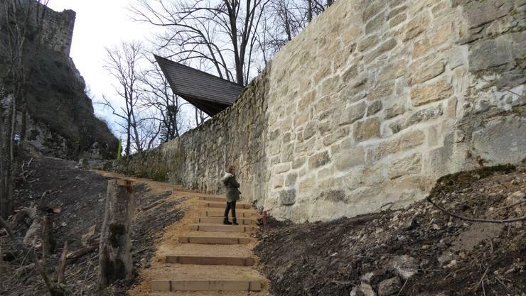 Die fachmännisch restaurierte Stützmauer bedeutet eine Aufwertung des Schlossareals.