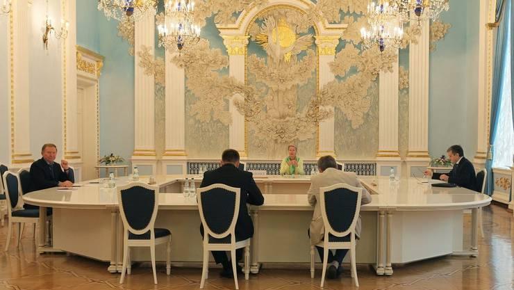 Wenn die Schweiz vermittelt: 2014 bemühte sich die Schweizer Diplomatin Heidi Tagliavini (Mitte) um einen Waffenstillstand zwischen der ukranischen Regierung und den prorussischen Separatisten.