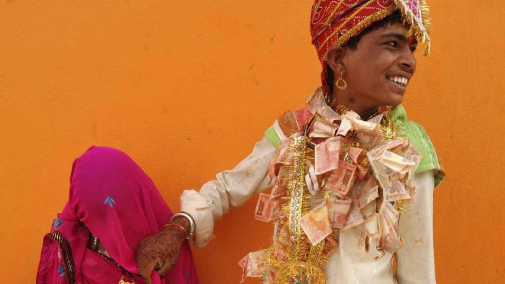 Ein 14-jähriger Bräutigam aus Indien mit seiner 12-jährigen Braut. (Archivbild)