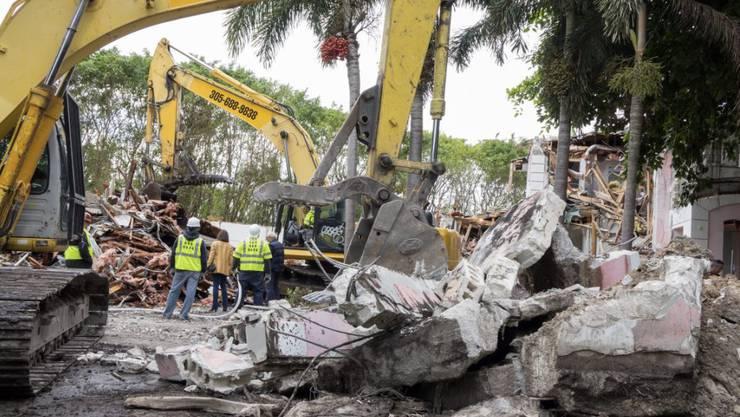 Analog zu dieser Villa des kolumbianischen Drogenbosses Pablo Escobar in Miami wird ein Wohnhaus des Drogenbarons in Medellín abgerissen. (Archivbild)