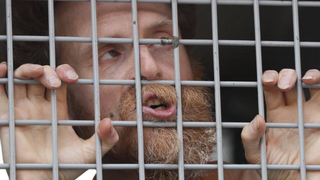 Einer der festgenommenen Oppositionellen, die am Samstag an einer unbewilligten Kundgebung in Moskau teilgenommen haben.