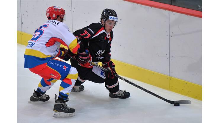 Dominic Luethi (links, Zuchwil) gegen Lukas Leuenberger (rechts, Aarau).