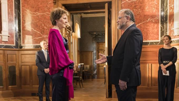 Bundespräsidentin Simonetta Sommaruga empfängt Irans Botschafter Haji Karim Jabbari diese Woche beim traditionellen Empfang im Bundeshaus.