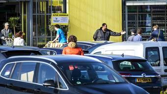 Nach den Lockerungen der Schutzmassnahmen drängen die Konsumenten in die Läden – so wie in dieses Gartencenter im niederländischen Alkmaar.