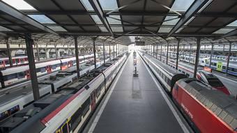 Der Sackbahnhof in Luzern soll zum Durchgangsbahnhof werden - die Kantonsregierung drückt beim Bund aufs Gaspedal. (Archivbild)