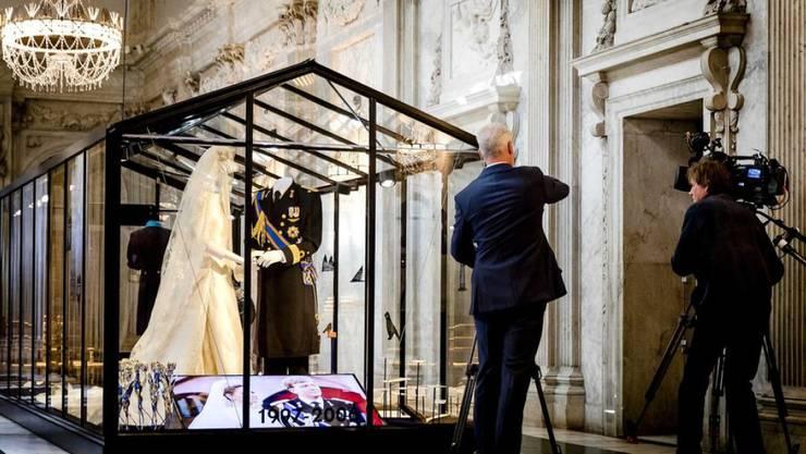 Gezeigt werden etwa das Hochzeitskleid von Máxima und der Anzug von Bräutigam Willem-Alexander.