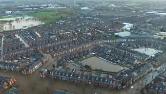 Hochwasser in der Stadt Carlisle im Cumbria-County: Hunderte Häuser stehen unter Wasser.