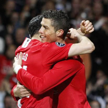 Mit 18 Jahren wurde er von Manchester United unter Vertrag genommen und entwickelte sich dort zu einem Weltklassefussballer.