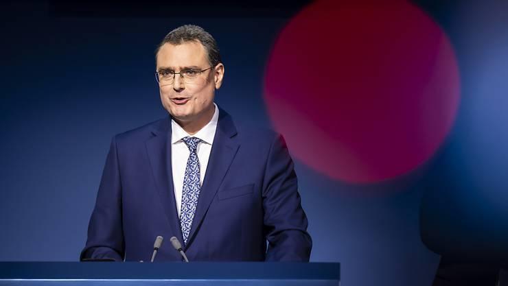 Die Schweizerische Nationalbank (SNB) unter ihrem Chef Thomas Jordan hält an ihrem geldpolitischen Kurs mit Negativzinsen fest.  (Archiv)