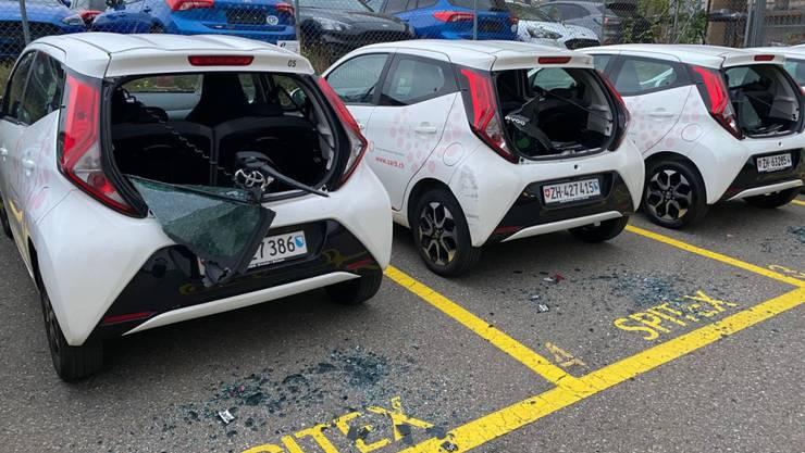In der Nacht auf Freitag wurden drei Fahrzeuge der Spitex Bülach beschädigt.