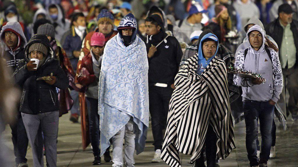 Die Marienwallfahrt im Norden von Mexiko-Stadt ist von einem schweren Verkehrsunfall überschattet worden. Dabei starben rund ein Dutzend Pilger.