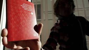 Wer log, dem kann künftig der Pass wieder abgenommen werden (Symbolbild)