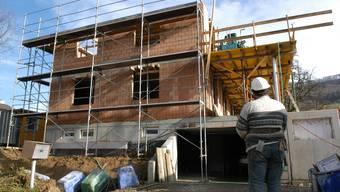 SP und Grüne kritisieren die Regierung, weil sie weiterhin am Baselbieter Bausparmodell festhält. (Archiv)