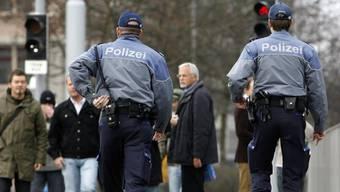 Die Stadtpolizei Zürich hat ihre Suche nach Trick- und Taschendieben in der Weihnachtszeit verstärkt. (Archiv)