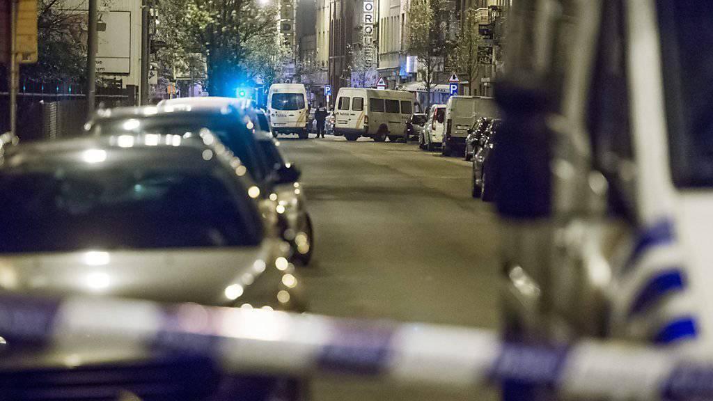 Die belgische Polizei konnte am Freitag mehrere Fahndungserfolge feiern: Sie verhaftete in Brüssel einen der verbliebenen Verdächtigen der Pariser Anschläge.