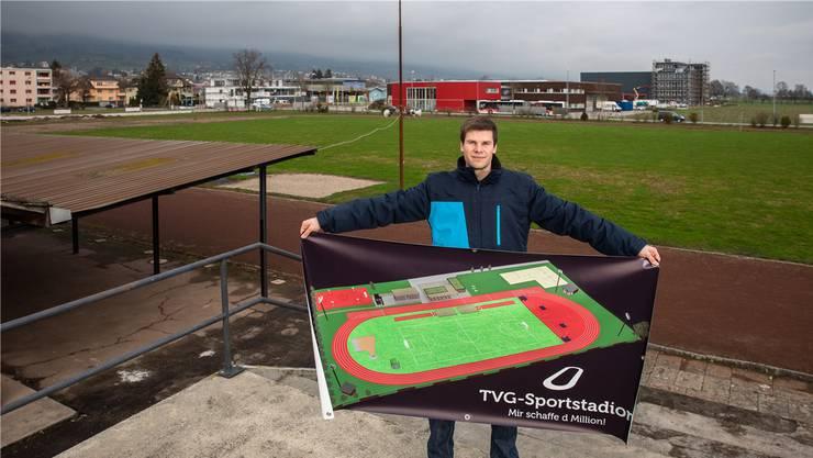 TVG-Präsident Elias Meier erläutert das Projekt des Stadionneubaus Leichtathletik mit 400-m-Bahn.