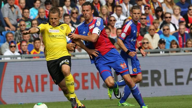 Im September 2013 kämpften sie auf dem Platz gegeneinander. Heute duellieren sich Christoph Spycher (l.) und Marco Streller als Sportchefs.